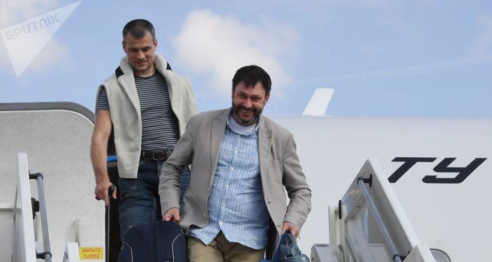 Kiril Vishinski, jefe del portal RIA Novosti Ukraina arriba a Moscú tras una detención de más de un año en Ucrania