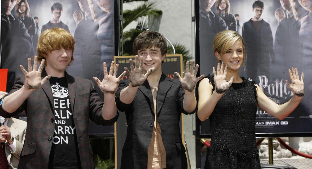 Las tres jóvenes estrellas de las películas de 'Harry Potter' Rupert Grint, Daniel Radcliff y Emma Watson