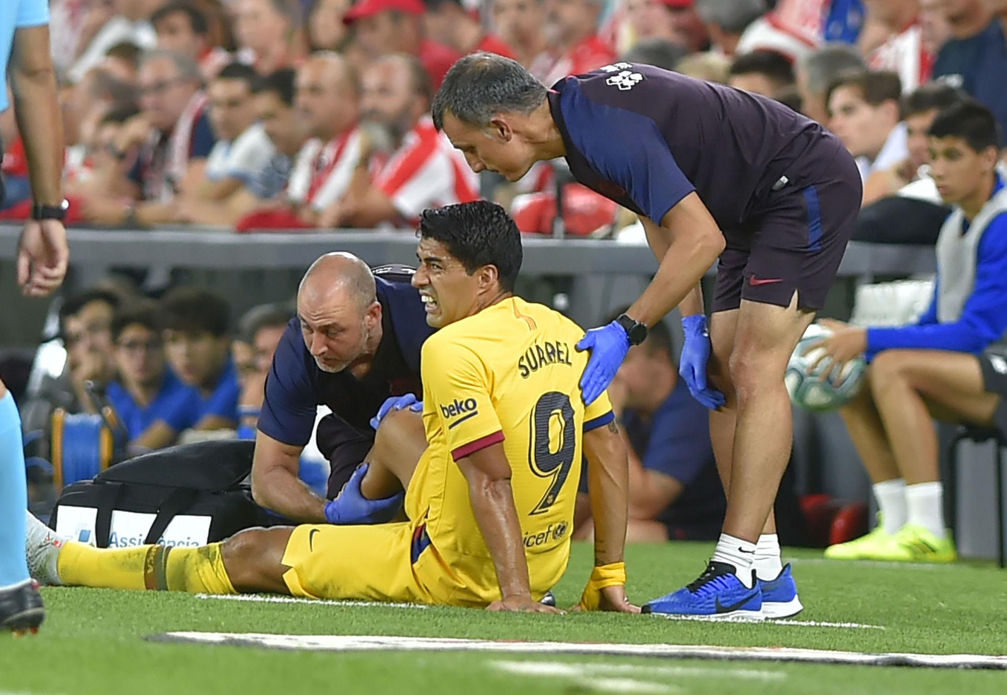Luis SLuis Suárez, delantero del club de fútbol Barcelona sufre una lesión del múslo sóleo