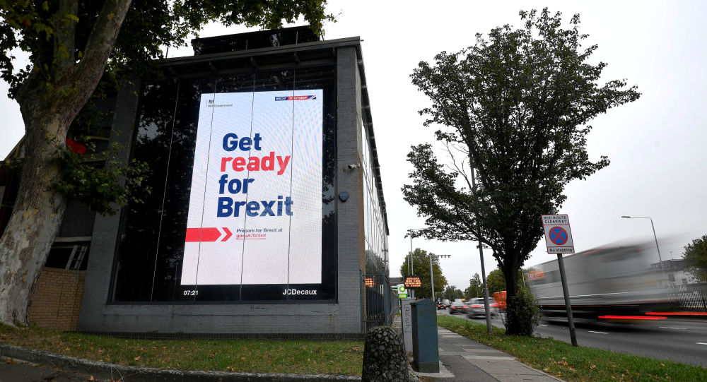 Un billboard en el que se lee Prepárate para el Brexit