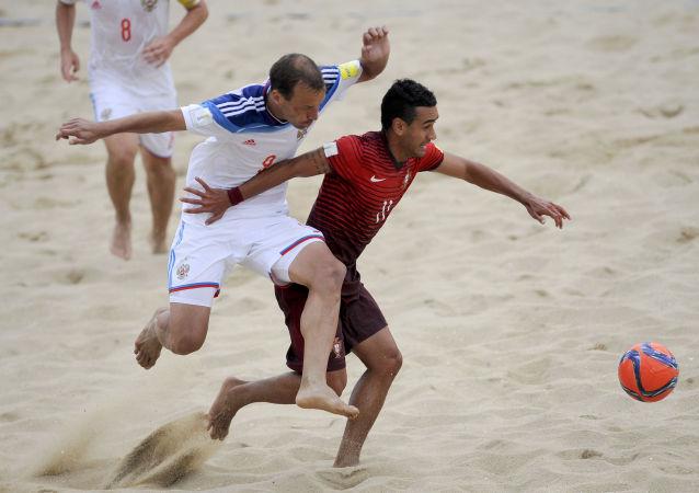 Un partido de Fútbol Playa