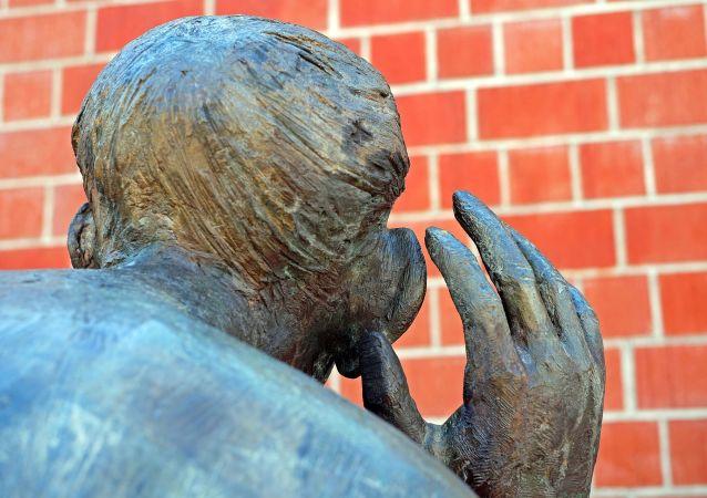 Una escultura de un espía (imagen referencial)