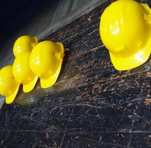 Unos cascos amarillos