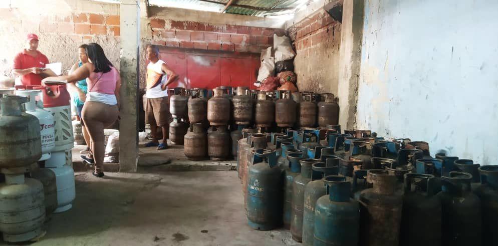 Depósito de bombonas de un consejo comunal que hace parte de la empresa de propiedad social directa comunal gas de Antímano, Caracas, Venezuela