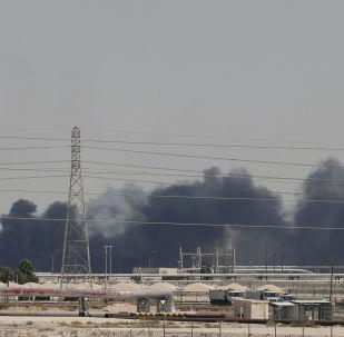 El humo en las refinerias saudíes Aramco tras el ataque con drones (archivo)