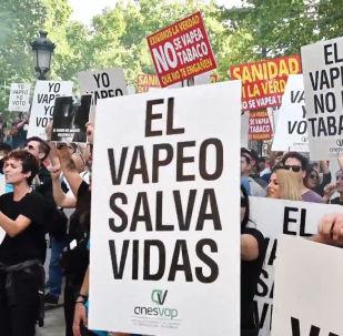 Los 'vapeadores' protestan contra la campaña antitabaco en Madrid