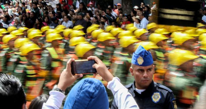 Elementos de la Guardia Nacional durante el desfile de las fuerzas armadas