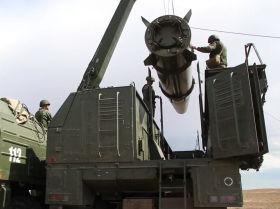Los temibles Iskander-M rusos ocupan posiciones de lanzamiento de misiles