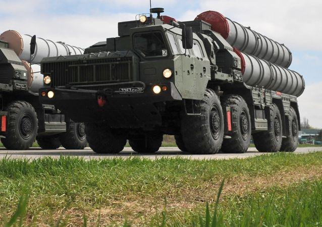 Sistema de misiles S-400