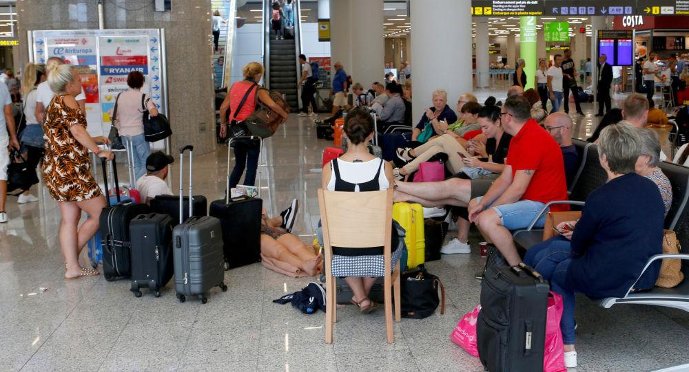 Turistas varados en el aeropuerto de Mallorca por la quiebra de Thomas Cook
