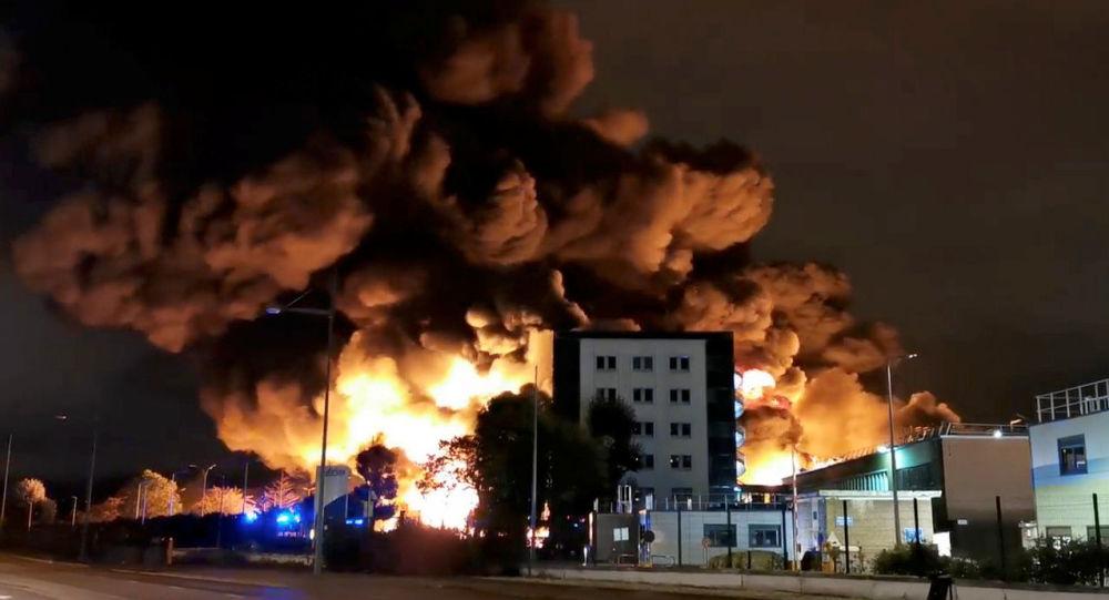 Estalla un gigantesco incendio en una planta química en Rouen — Francia
