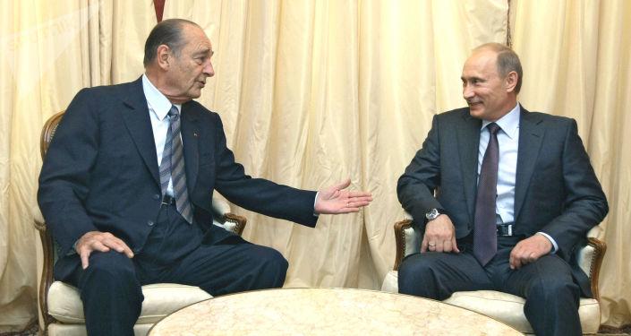 El extpresidente de Francia Jacques Chirac y el presidente de Rusia, Vladímir Putin (archivo)