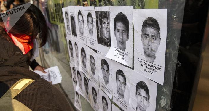 Retratos de los 43 estudiantes de Ayotzinapa desaparecidos (archivo)