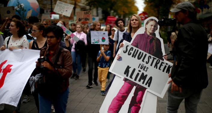 Un cartel de Greta Thunberg, la activista sueca