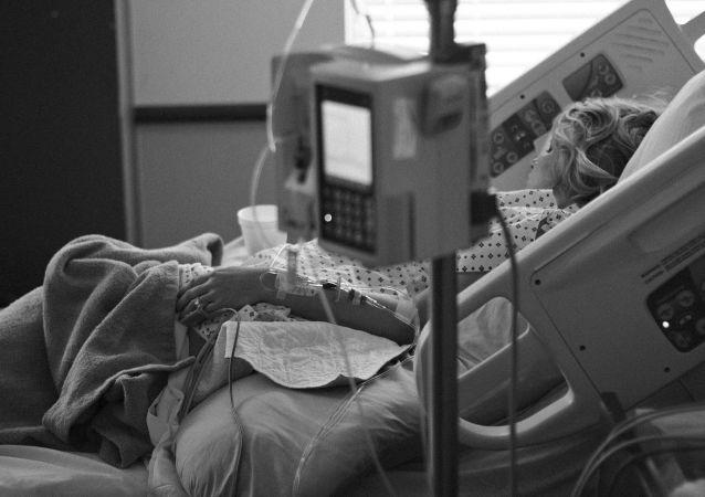 Una persona ingresada en un hospital