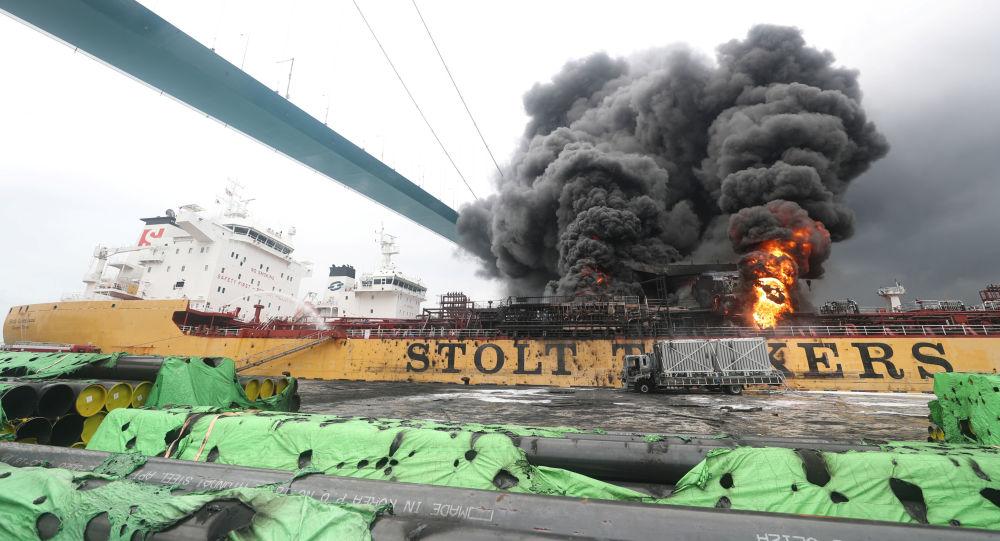 El incendio en el petrolero Stolt Groenland