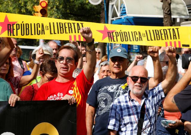 Los partidarios de la independencia de Cataluña participan en una protesta