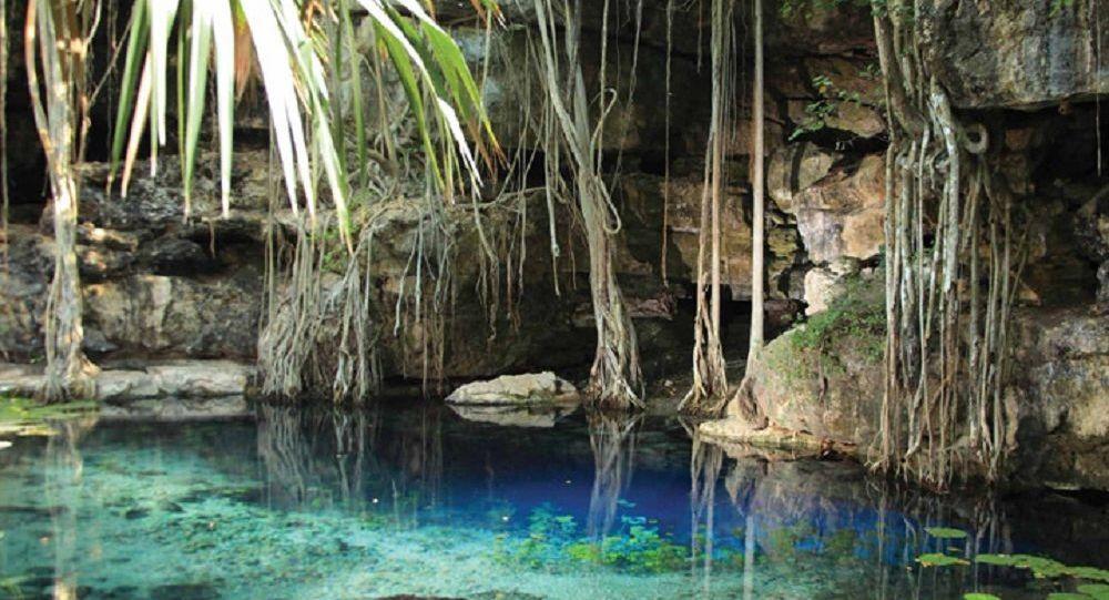 El cenote de X'baatún en México