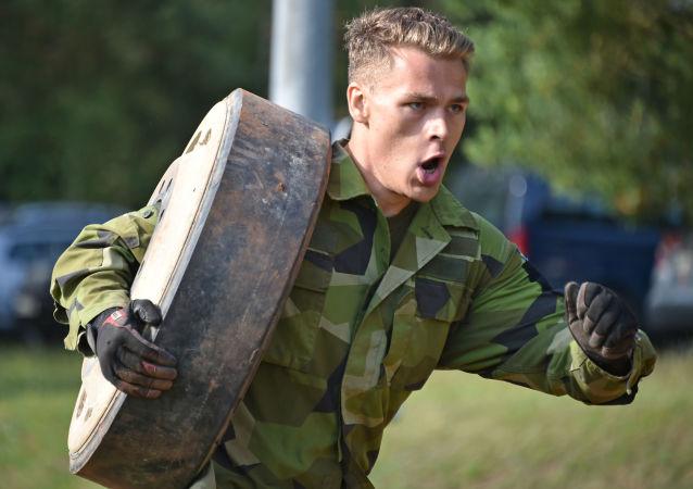 Un soldado sueco participa en una competición