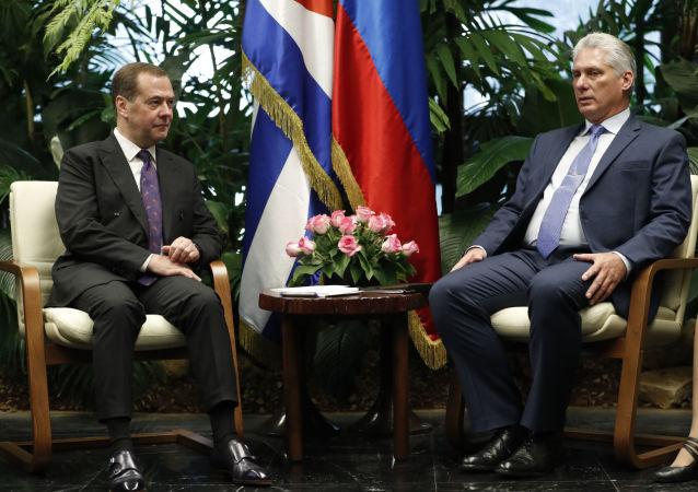 El encuentro del primer ministro ruso, Dmitri Medvédev y el presidente de Cuba, Miguel Díaz-Canel