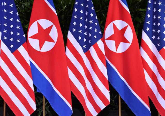 Banderas de Corea del Norte y de EEUU