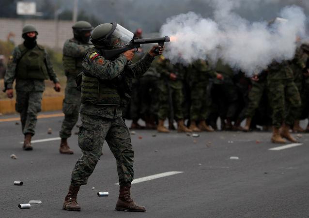 Militares durante las protestas en Ecuador