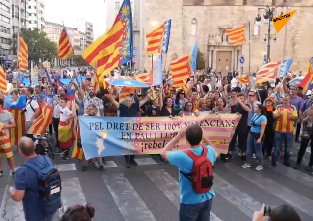 Tensión en Valencia entre grupos a favor de la independencia catalana y la ultraderecha