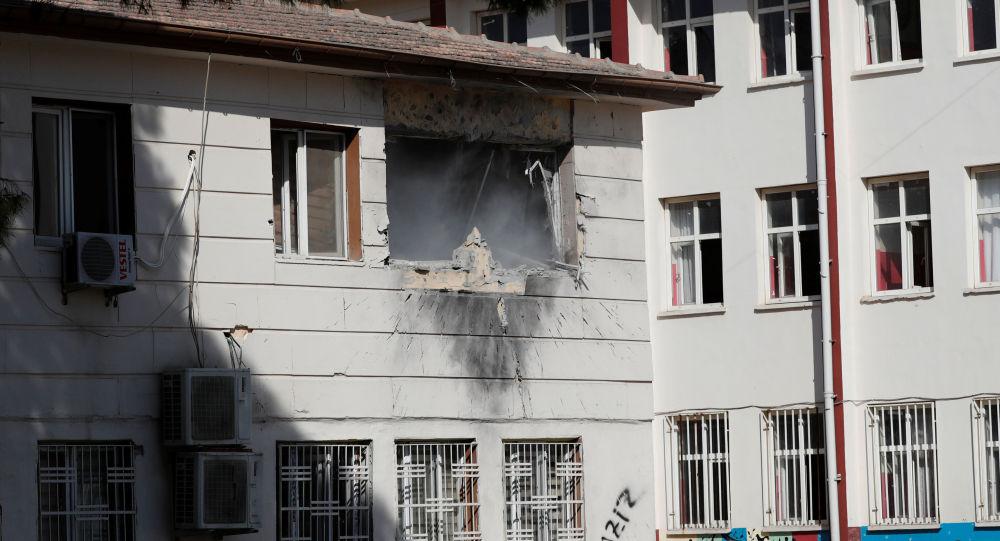 Un edificio dañado en Akcakale por ataques kurdosirios