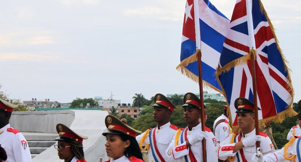Las banderas de Cuba y Reino Unido