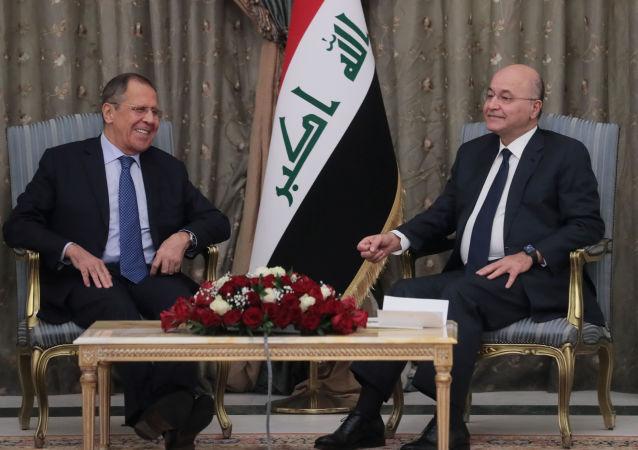 El ministro de Asuntos Exteriores de Rusia, Serguéi Lavrov, y el presidente de Irak, Barham Salih (archivo)