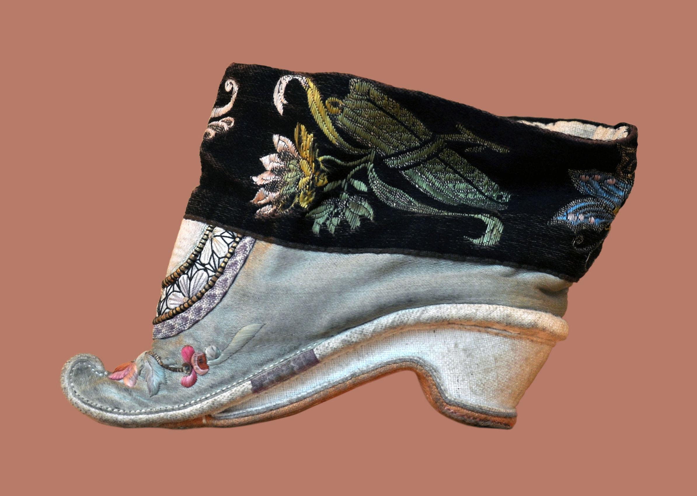 Zapato de pies de loto del siglo XVIII