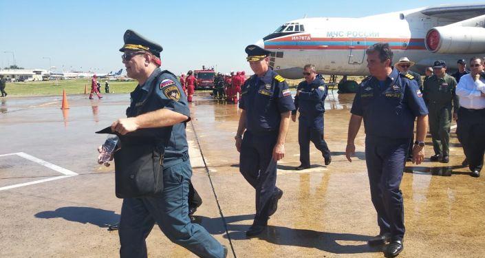 Los tripulantes del avión contraincendios ruso Il-76 en Bolivia