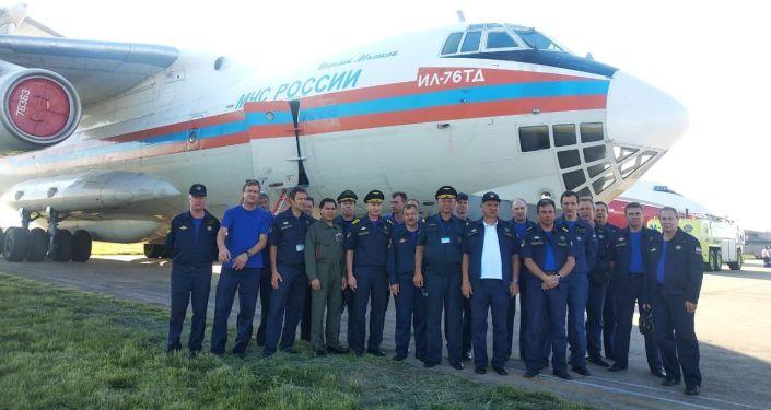 La tripulación del avión contraincendios ruso Il-76 en Bolivia