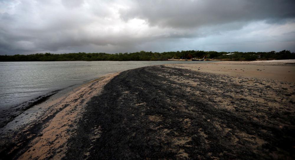 Petróleo en una playa brasileña