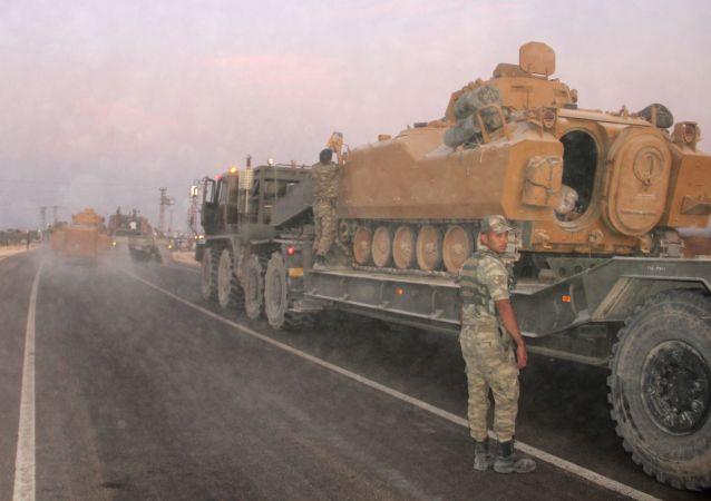 Técnica militar turca en la frontera con Siria