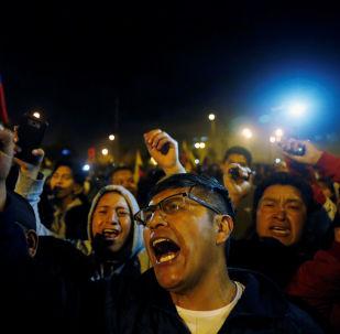 Los ecuatorianos celebran la suspensión del decreto 883
