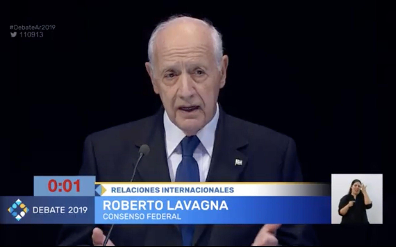 Roberto Lavagna, candidato por Consenso Federal, durante el debate