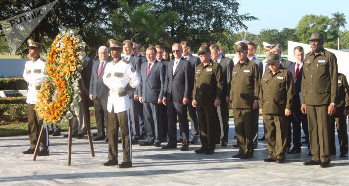 Nikolái Pátrushev durante la ofrenda floral memorial al soldado internacionalista soviético en La Habana
