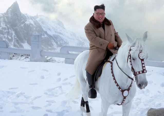 El líder norcoreano, Kim Jong-un, cabalgó cerca del punto más alto de la península de Corea