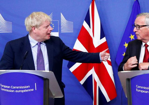 El primer ministro británico, Boris Johnson, y el presidente de la Comisión Europea, Jean-Claude Juncker