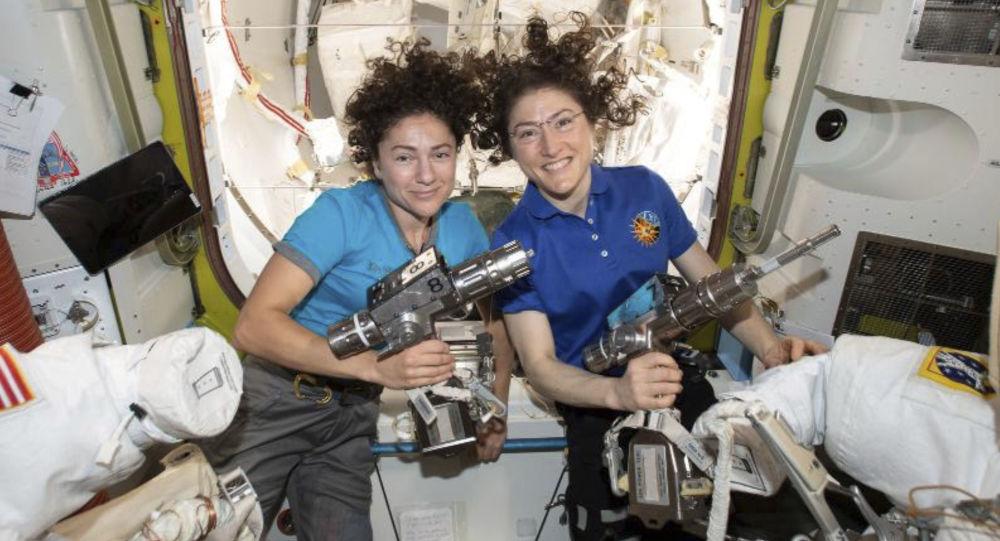 Las astronautas Christina Koch y Jessica Meir