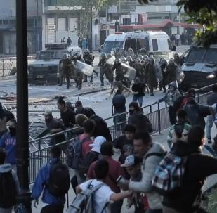 Enfrentamientos entre Policía y manifestantes en Chile