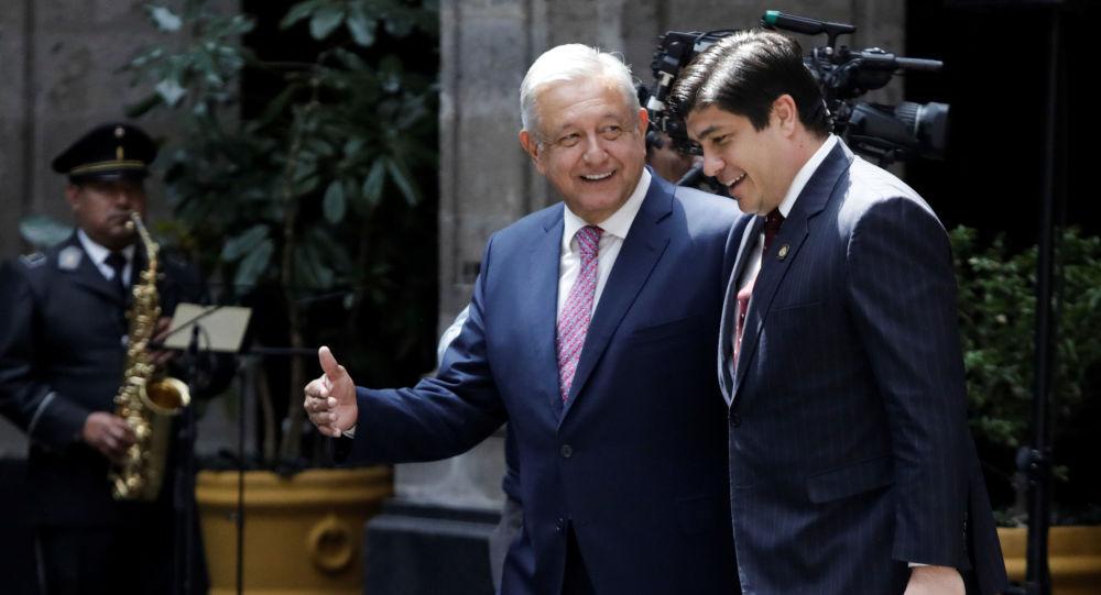 El presidente de México, Andrés Manuel López Obrador, con su homólogo de Costa Rica, Carlos Alvarado Quesada
