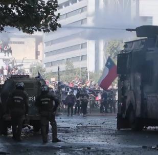 Santiago de Chile se sumerge en violentos enfrentamientos entre la Policía y los manifestantes