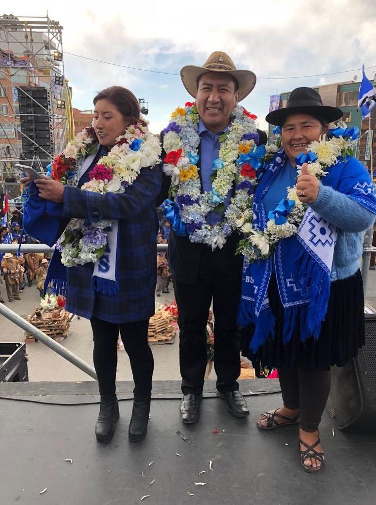 Mujeres indígenas y campesinas Bartolina Sisa de Bolivia celebran la victoria de Evo Morales