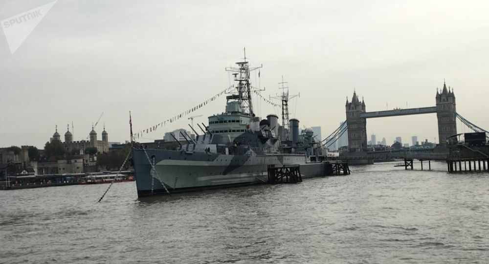 Buque británico HMS Belfast durante un emotivo acto entre Rusia y el Reino Unido en conmemoración y recuerdo de la campaña del Ártico en la Segunda Guerra Mundial