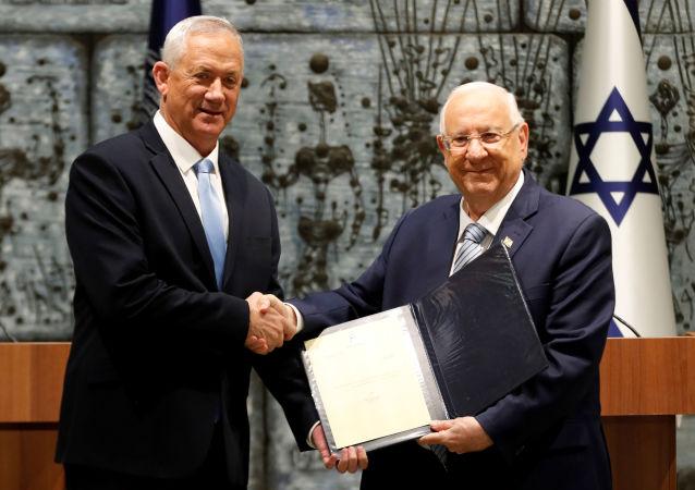 Presidente de la coalición Azul y Blanco, Benny Gantz, y presidente israelí, Reuven Rivlin