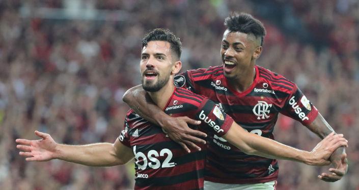 El futbolista Pablo Mari de  Flamengo celebra su gol ente Gremio durante la semifinal de la Copa Libertadores, el 23 de octubre de 2019