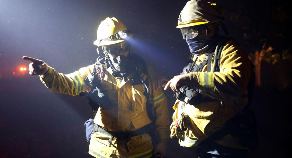 Los rescatistas en California, EEUU
