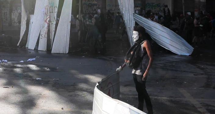 Manifestantes vs Policía: las protestas siguen recrudeciéndose en Santiago